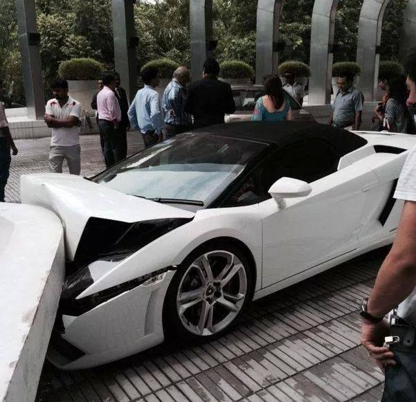 Lamborghini Gallardo Spyder crash in Delhi