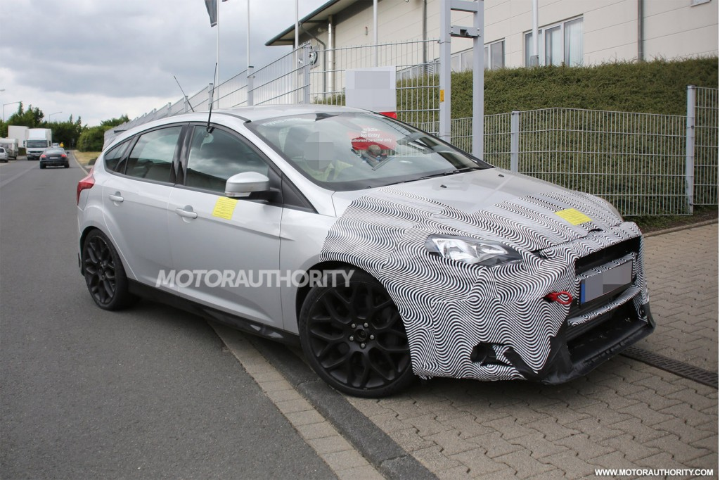 2016 Ford Focus RS spy shot-front
