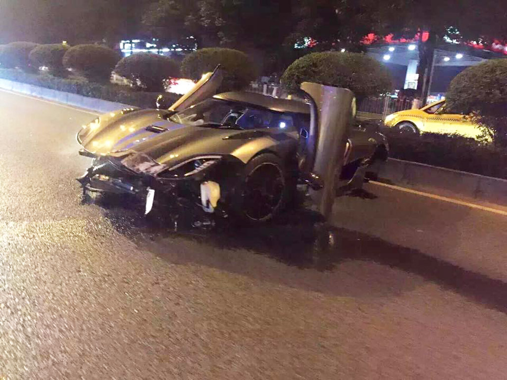 Koenigsegg Agera R Crashes in China