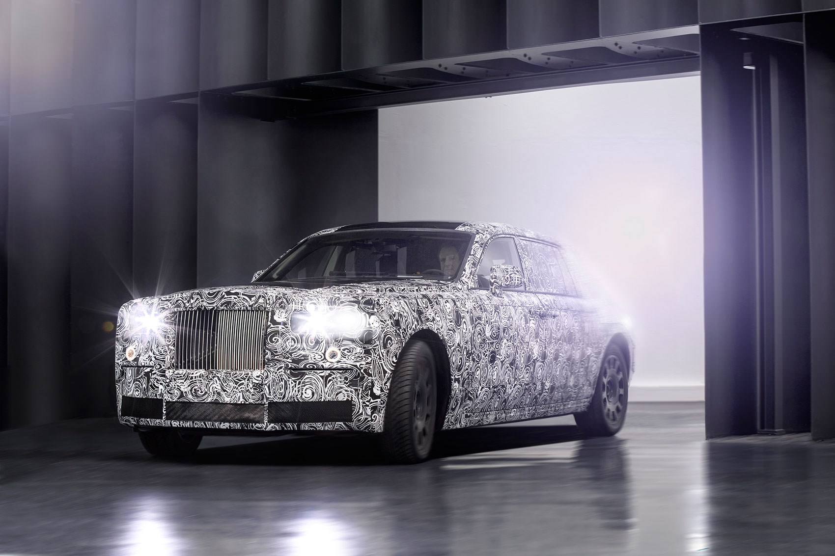 2018 Rolls Royce Phantom official spy shot