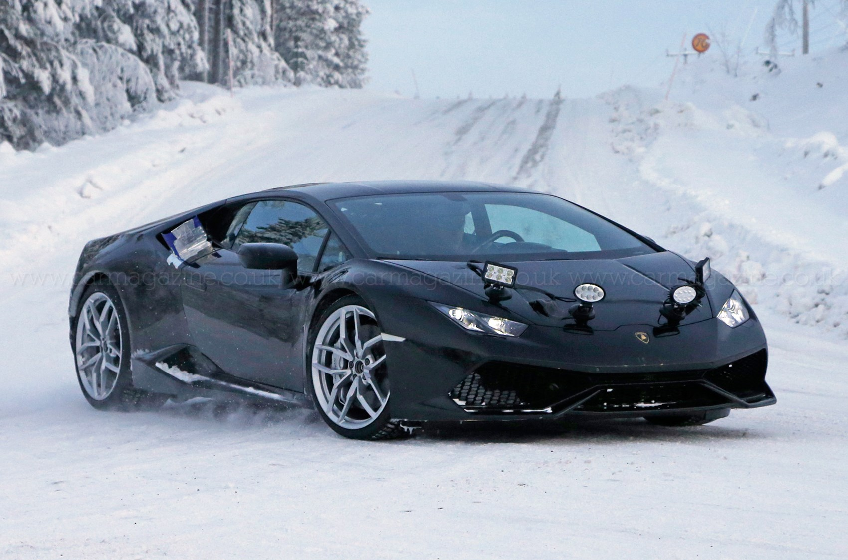 Lamborghini Huracan Superleggera spotted in the snow-1