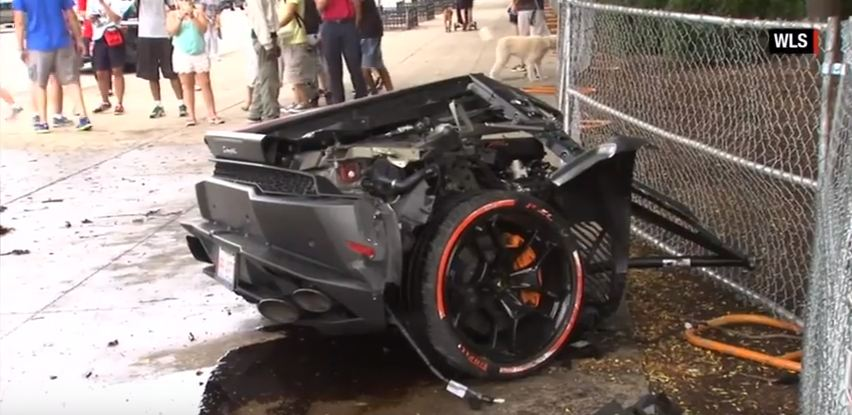 Lamborghini Huracan crashes in Chicago-1