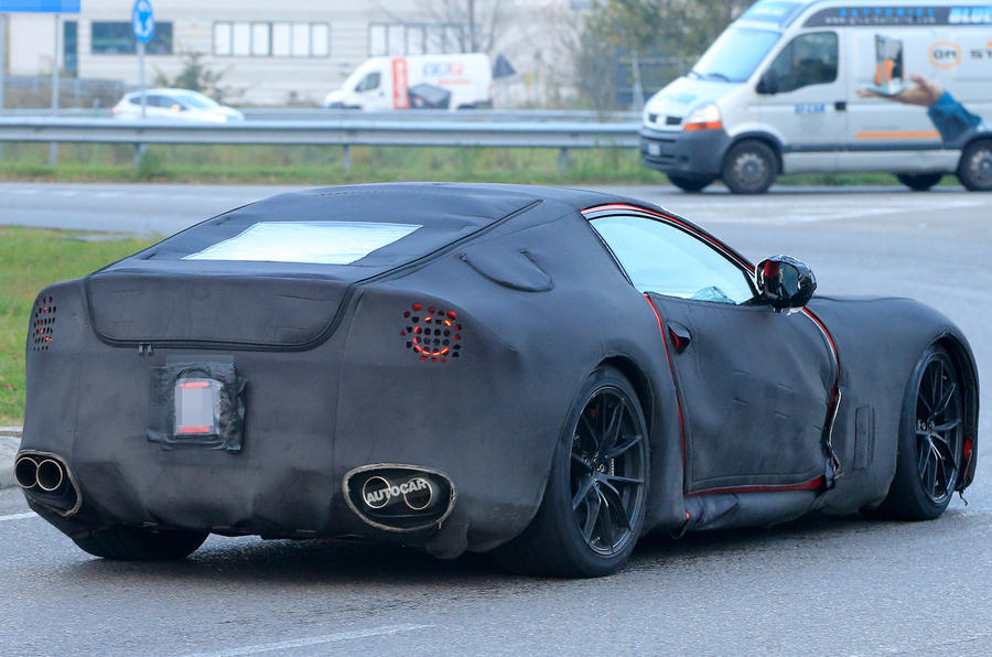 2017-ferrari-f12-m-berlinetta-replacement-spy-shots-1