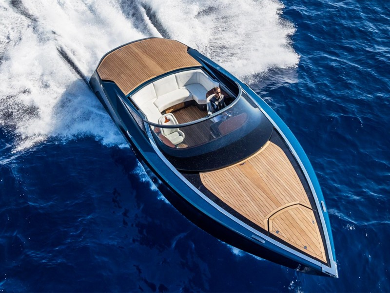 aston-martin-am37-powerboat-review