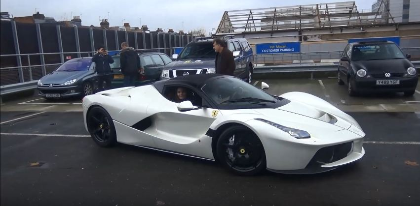 gordon-ramsay-shows-off-his-laferrari-aperta