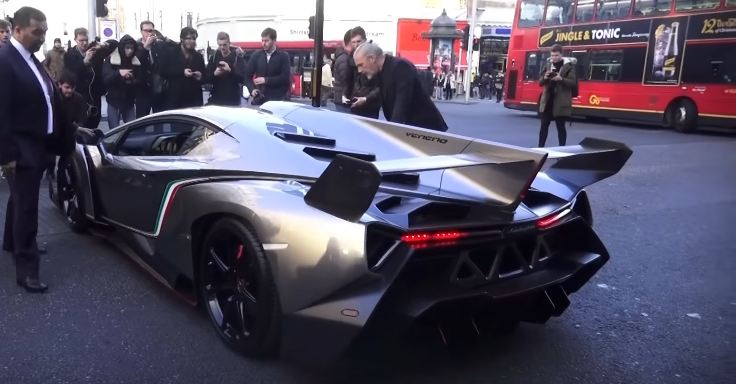 Lamborghini Veneno arrives at HR Owens in London for Christmas