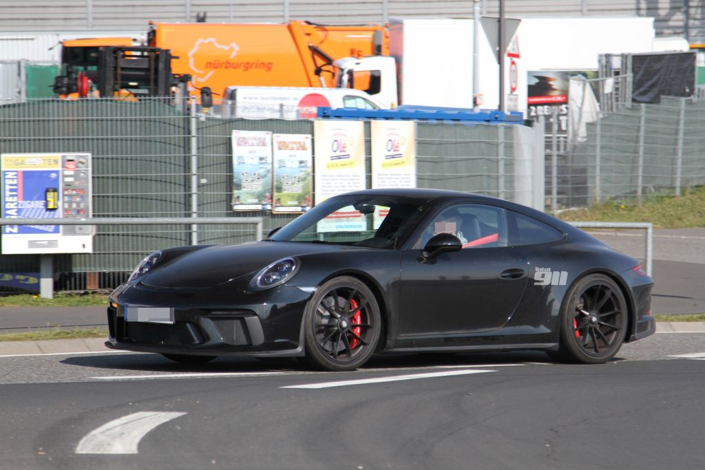 2017 Porsche 911 Sport Classic spy shots-1