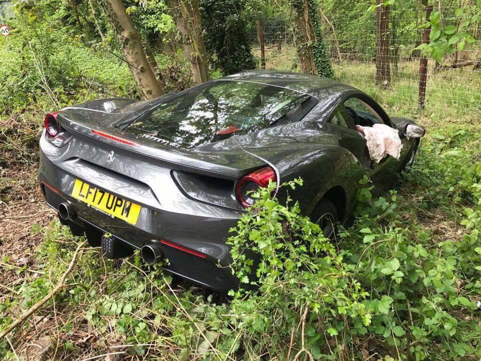 Ferrari 488GTB crashed in the UK-3