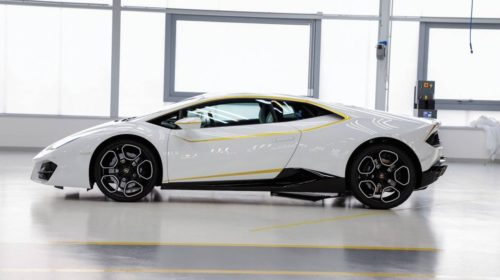 lamborghini-huracan-signed-by-pope