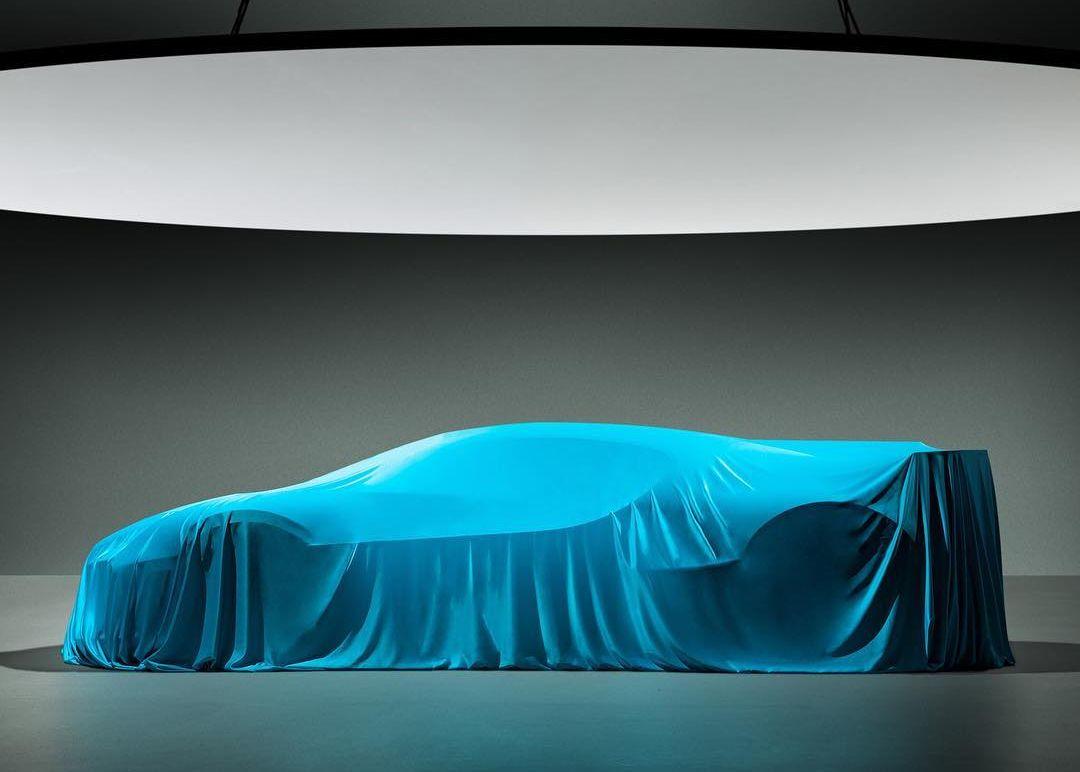 Bugatti Divo-teaser-Pebble Beach