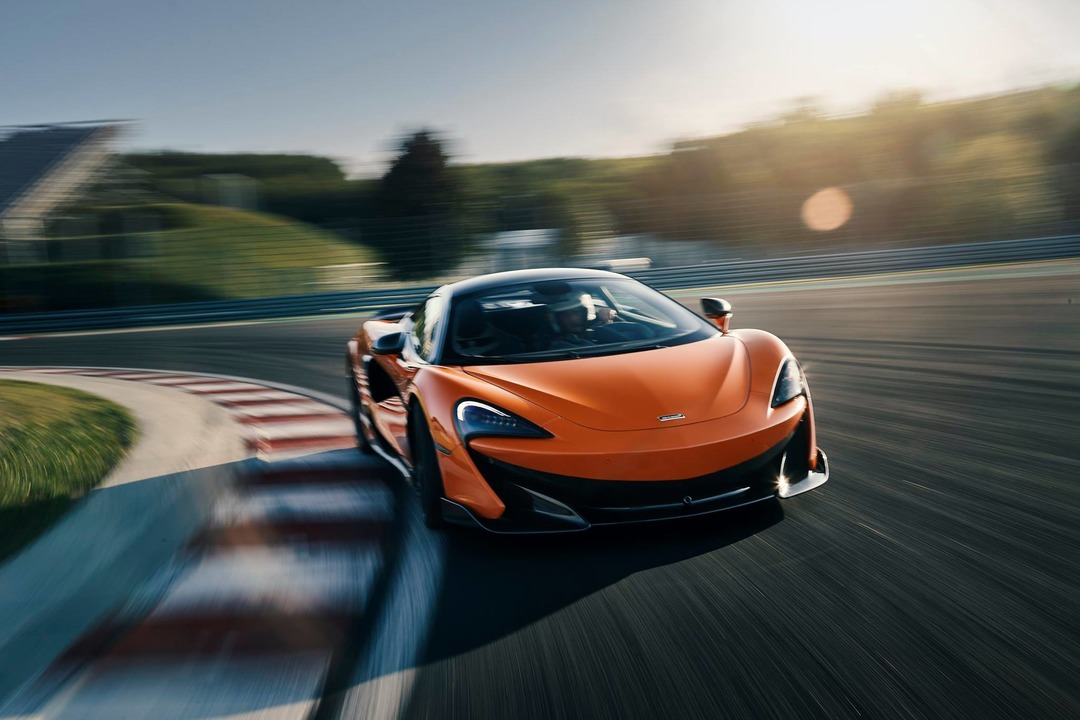 Mclaren 600LT Reviews track