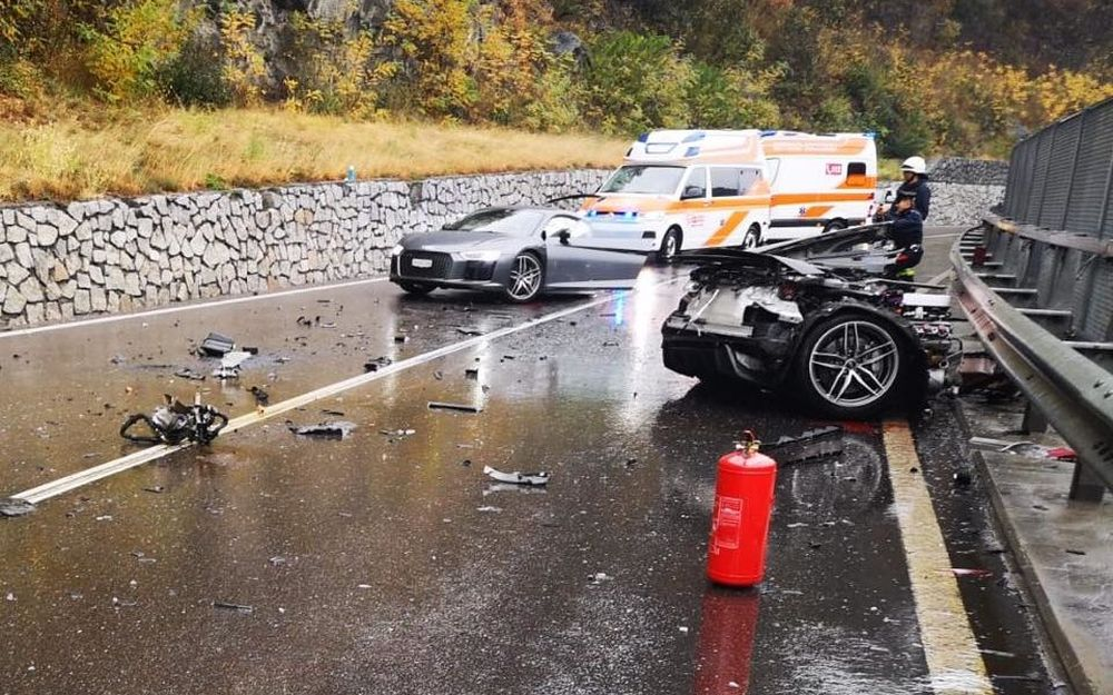 Audi r8 splits into two massive crash 04