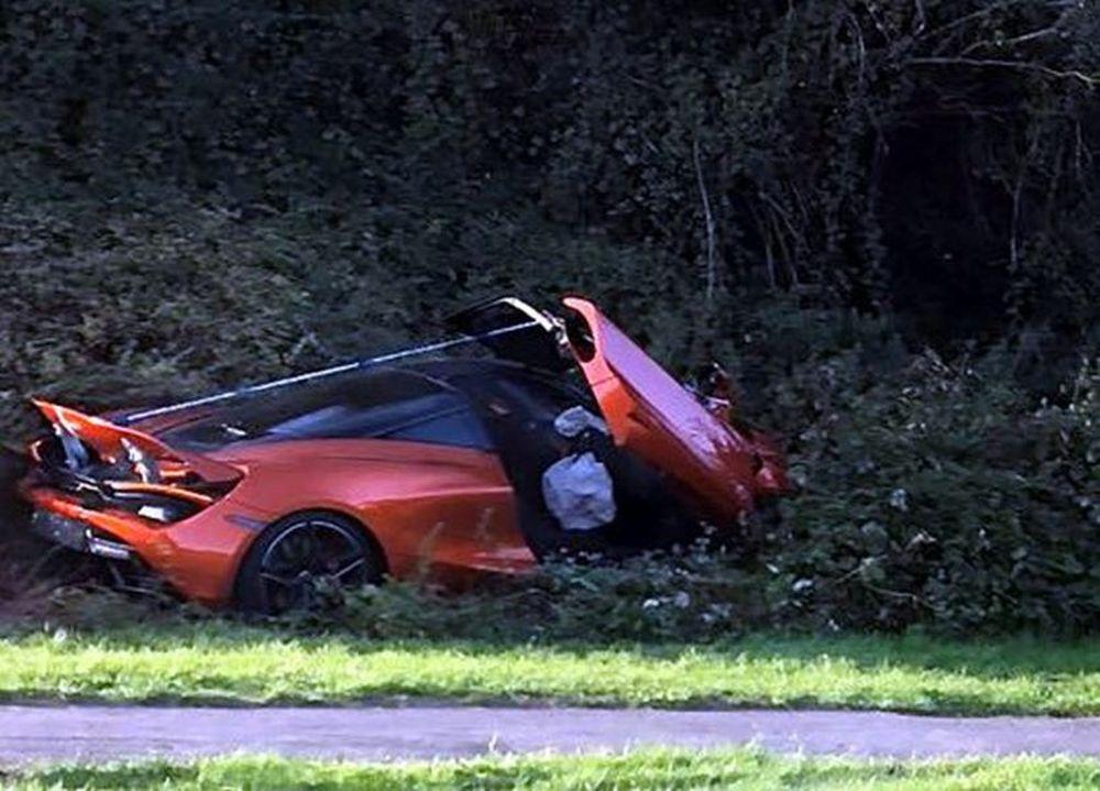 Mclaren 720S Crashes into bushes UK 02