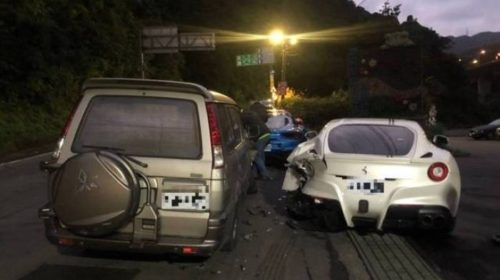 Deliveryman-crashes-into-Ferrari-s-in-Taiwan-02