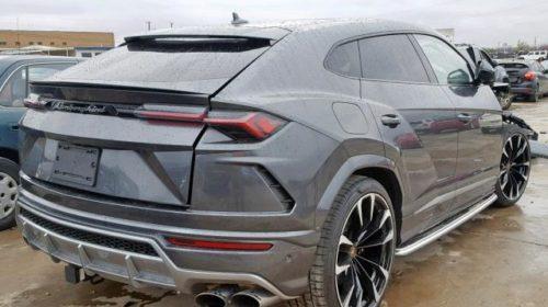 Lamborghini Urus Crashed (2)