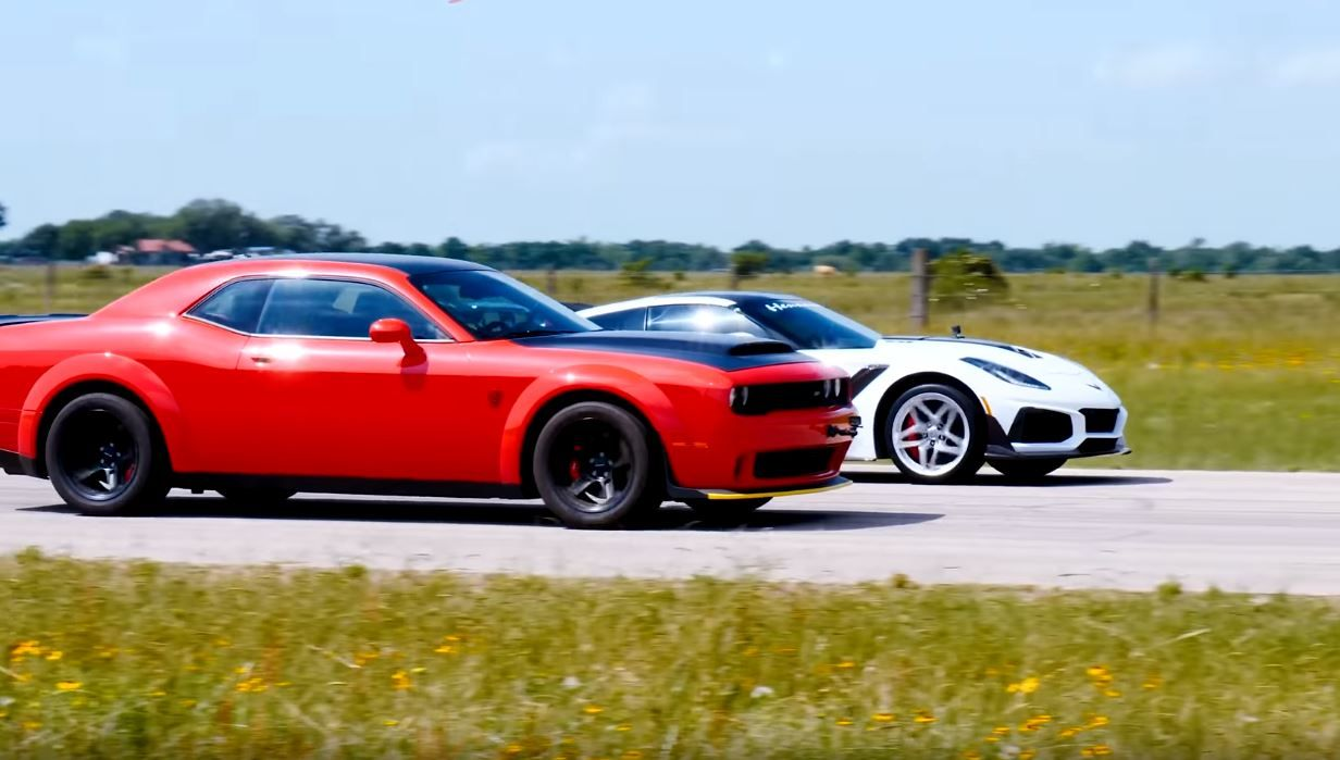 Dodge Challenger Demon vs Hennessey Corvette ZR1-drag race