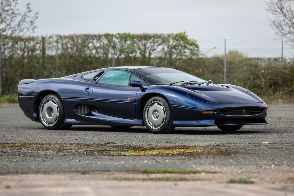Two Jaguar Xj220 Supercars Sold For A Total Of 818 000 At Auction The Supercar Blog