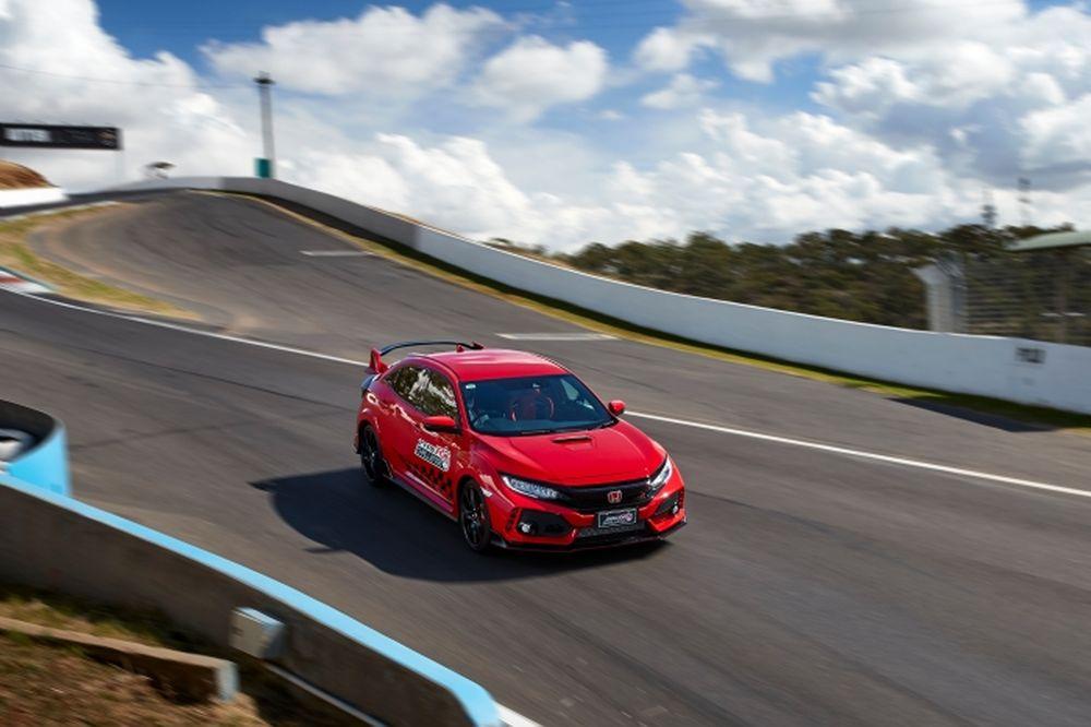 Jenson Button-Bathurst-Civic-TypeR-2