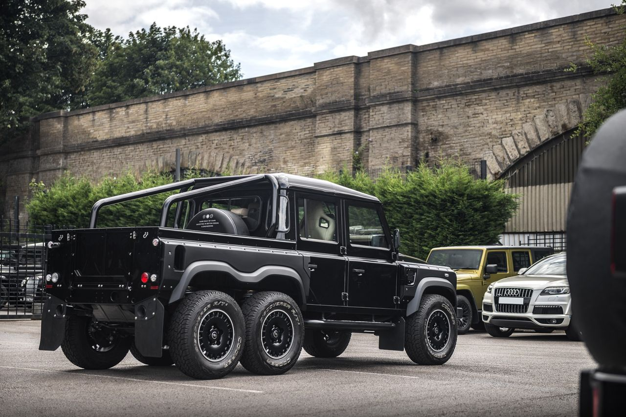 LAND ROVER DEFENDER Flying Huntsman 6x6-3