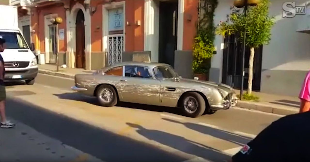 Aston Martin DB5 Stunt Car-James Bond