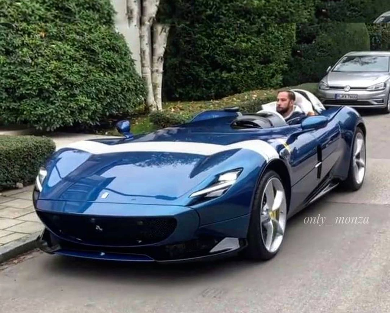 Ferrari Monza Sp1 In Blue Looks Simply Gorgeous The Supercar Blog