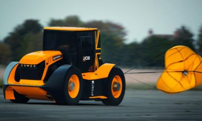 JCB Fastrac Two-worlds fastest tractor-2