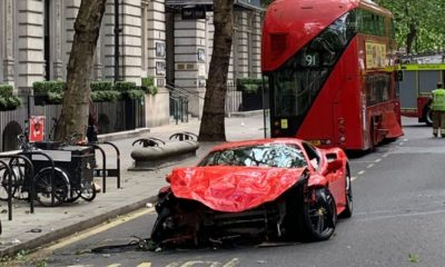 Ferrari 488 GTB crash-London