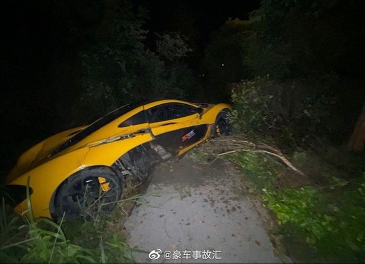 Yellow McLaren P1-Crash-China-2