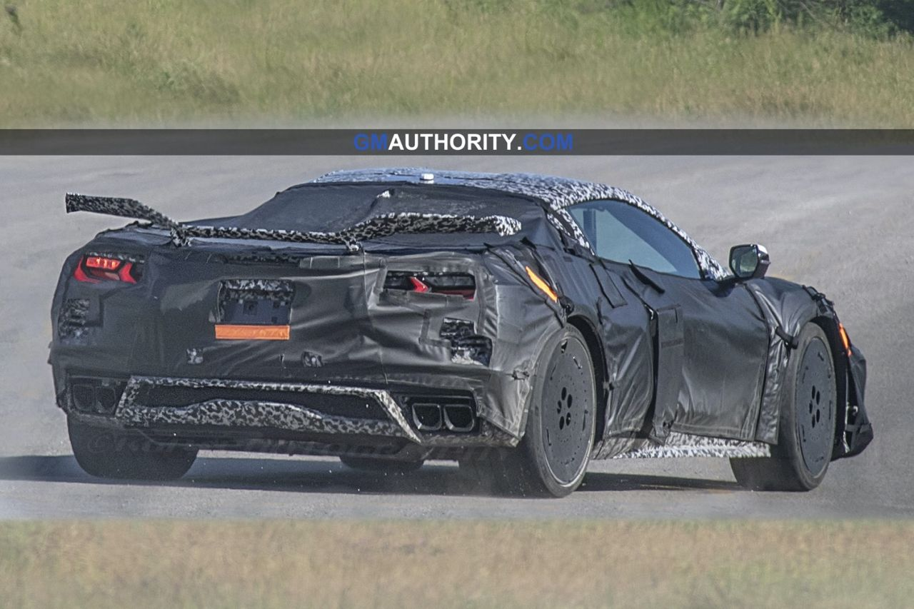 2022-Chevrolet-Corvette-Z06-Prototype-1