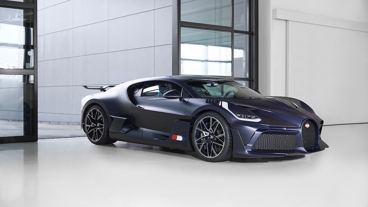 Bugatti Divo In Matte Blue Carbon Gets A Thumbs Up From Us The Supercar Blog