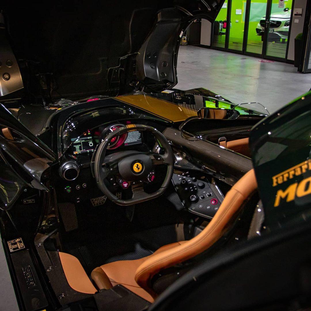 Green-Gold-Ferrari Monza SP2-UK-1
