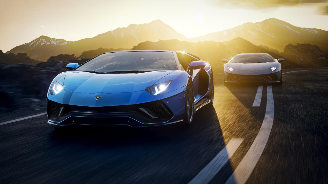 Aventador-Ultimae-Coupe-chasing.jpg