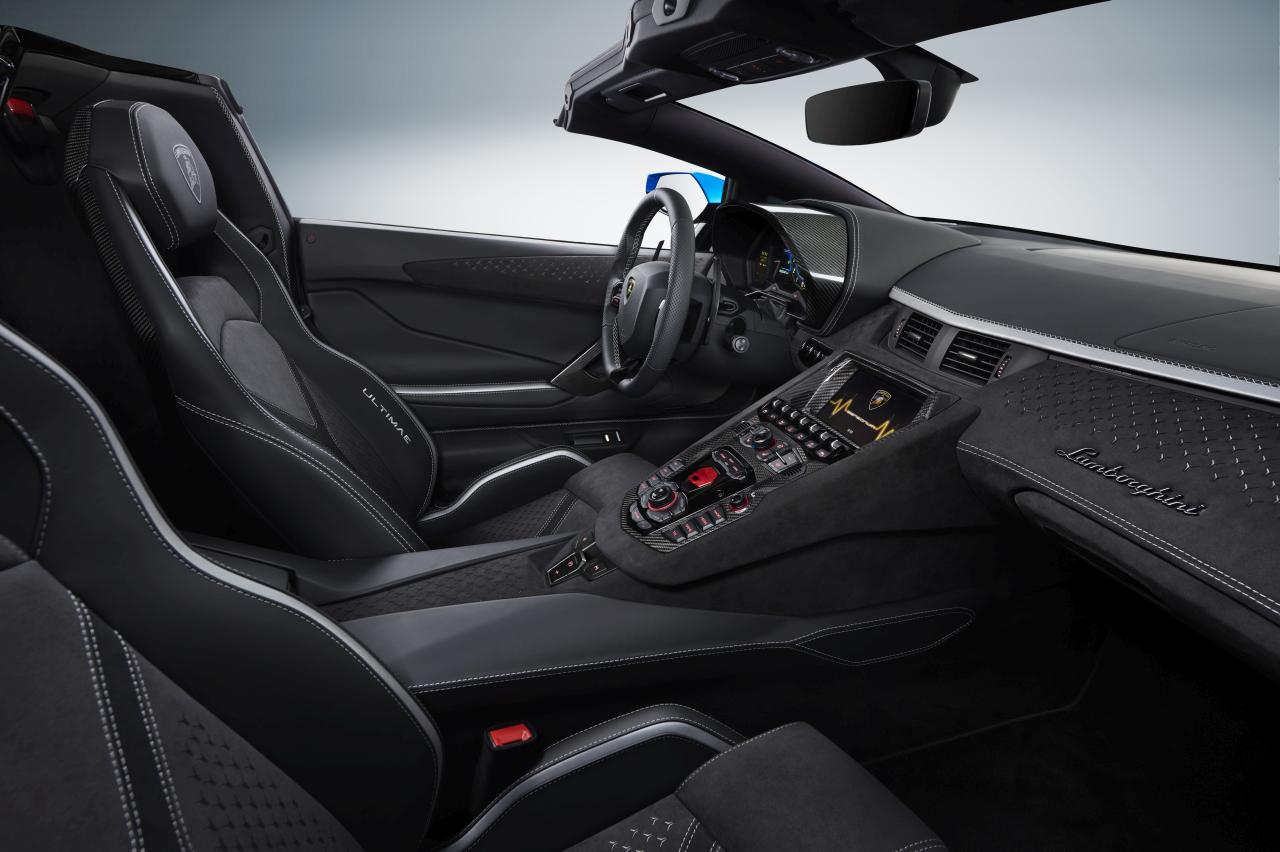 Aventador Ultimae RDS Interior passenger side