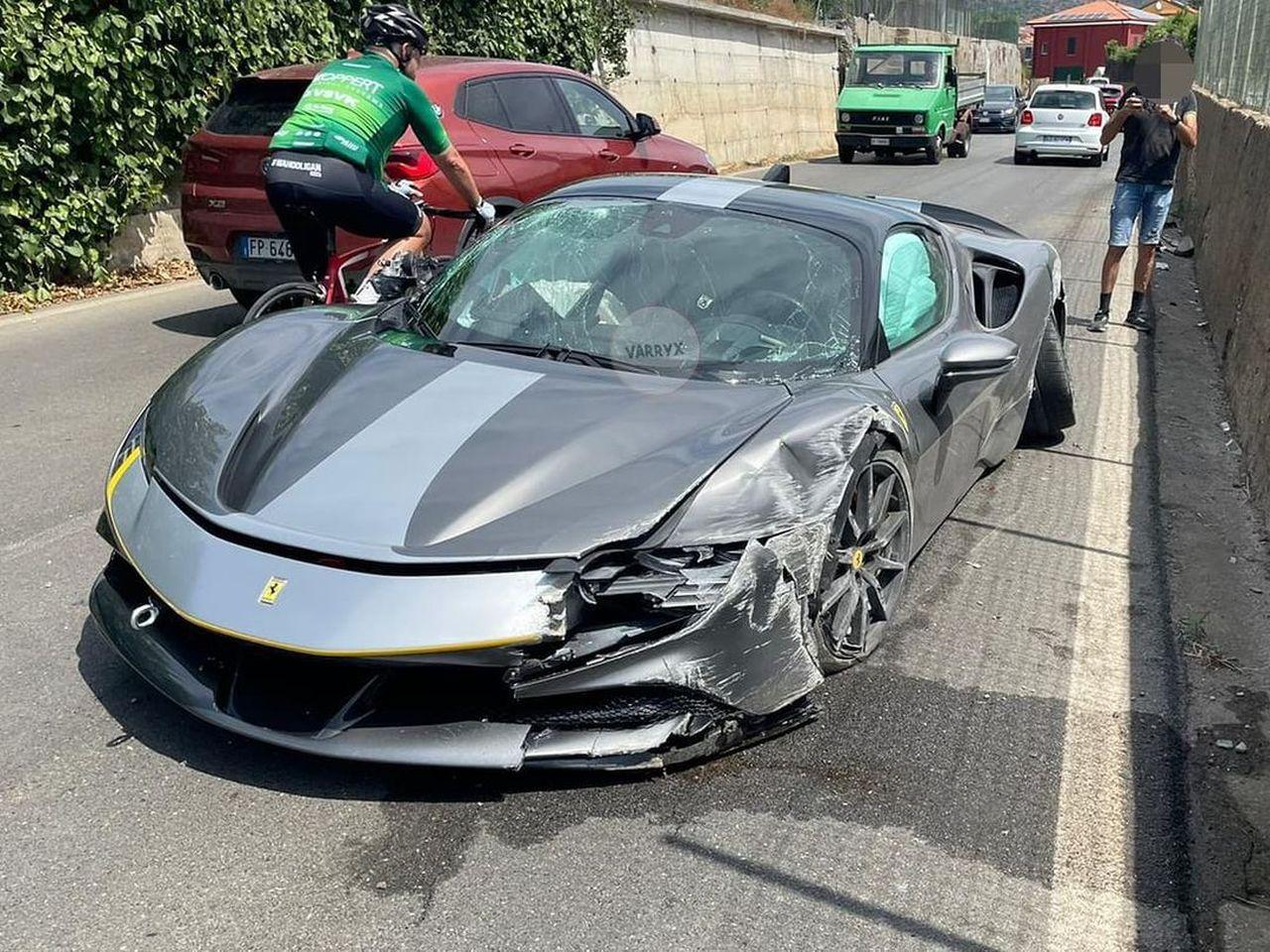 Ferrari SF90 Stradale Assetto Fiorano-crash-Italy-1