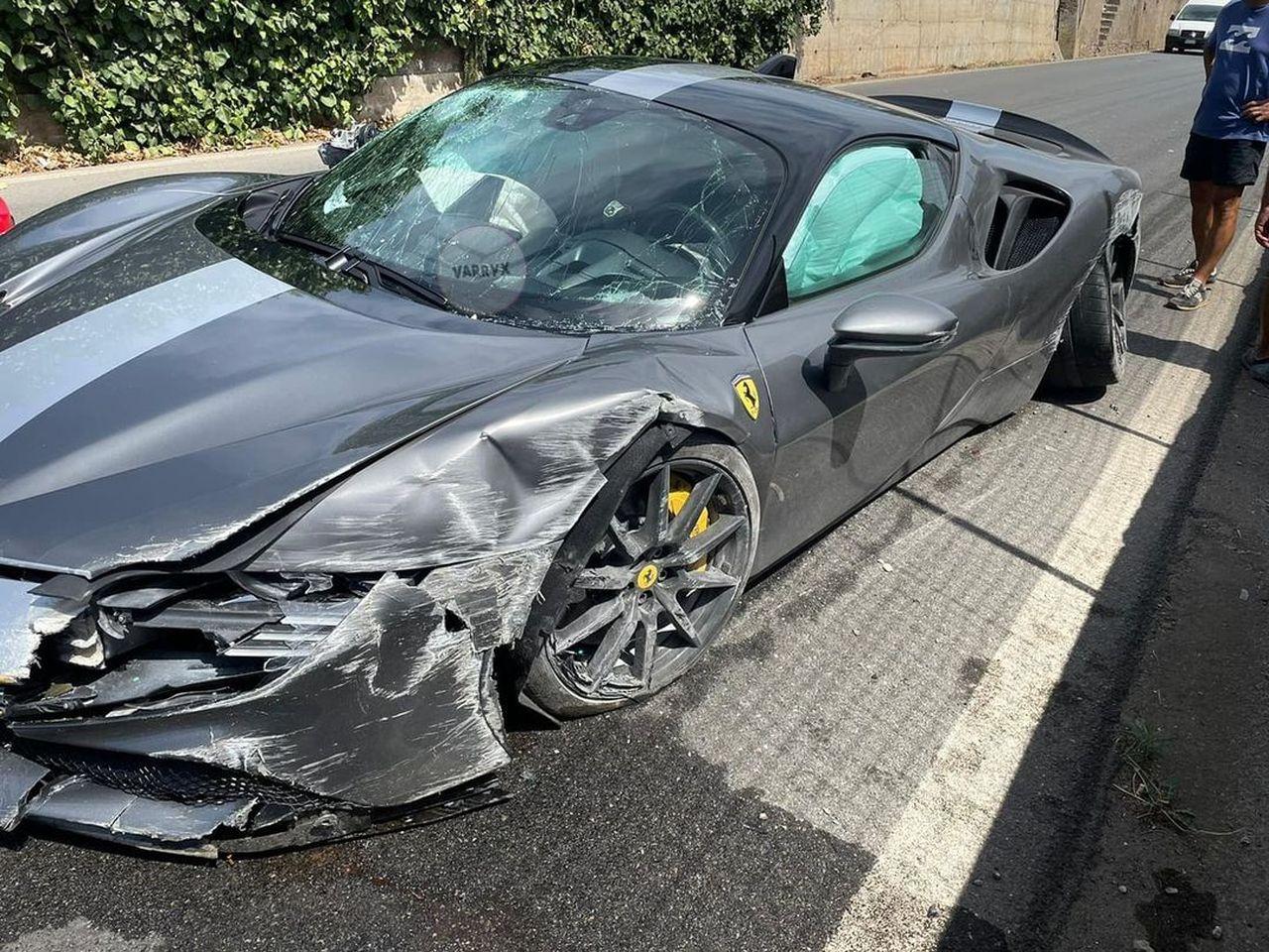 Ferrari SF90 Stradale Assetto Fiorano-crash-Italy-2